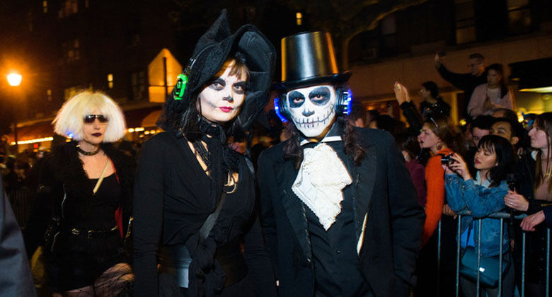 Mr and Mrs Skull with headphones